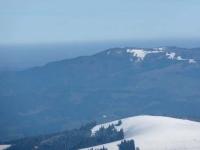 Frühling im Tal und ein letztes Aufbäumen des Winters auf den Bergen
