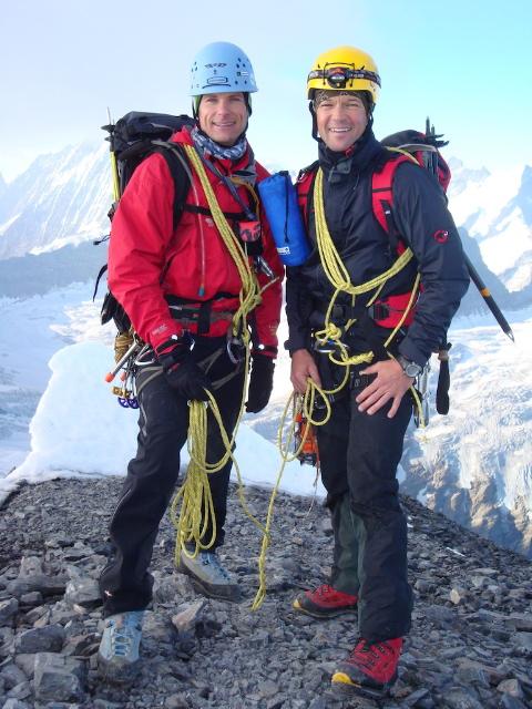 offizielle Gipfelfoto (abgeschnitten- warum auch immer - egal, die Helme sehen eh dähmlich aus...)