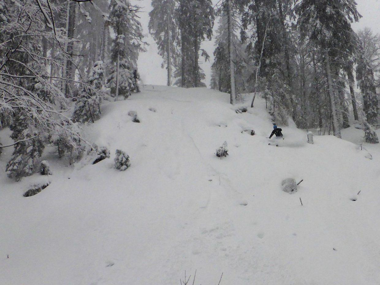 Zwei Spuren im Schnee