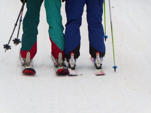 heute funktionierten schmale, später auch breite Ski